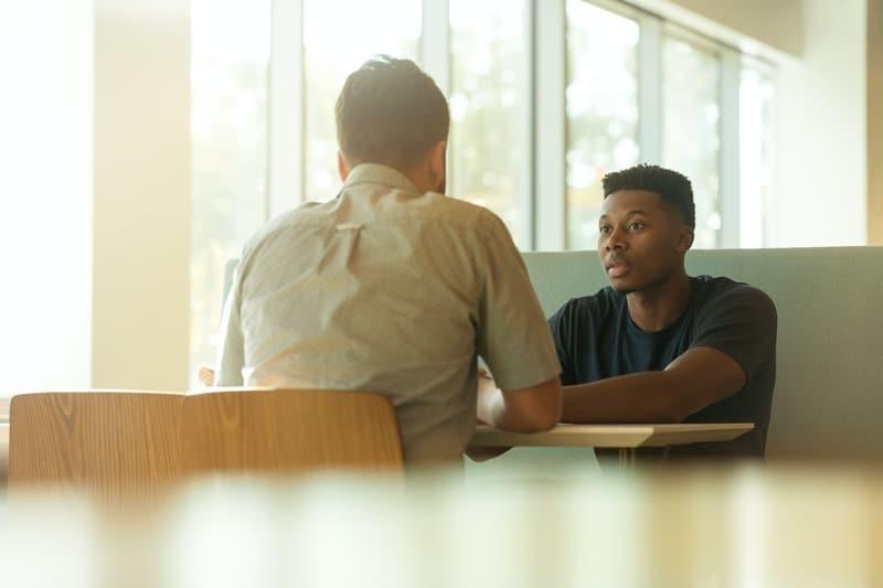 Como conduzir conversas difíceis na empresa